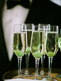 No Roaring Twenties party would be complete without champagne! Learn the right way to uncork the bubbly drink. #Gatsby #GreatGatsby