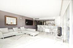 PIANOSA APARTMENT   Espacioso y súper luminoso apartamento de 150 m2. Déjate acariciar por  la brisa de la bahía mientras te relajas en su amplia terraza de 35 m2 después de un día de playa. #ibiza #luxury #ibizaluxury #apartments