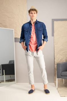 autumn | autumn fashion | autumn outfit | spring outfit | mensoutfit | casual outfit | men autumn outfit | men´s denim shirts | mens pattern T-shirt | mens pink T-shirt | mens espadrilles | mens chino pants | white chino pants | mens hat | mens moccasins | mens jacket | fashioninspo #outfitinspo #ootd #factcooloutfit