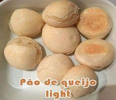 Aprenda passo a passo como fazer a receita de pão de queijo da musa fitness Gracyanne Barbosa. Receita light e muito gostosa.