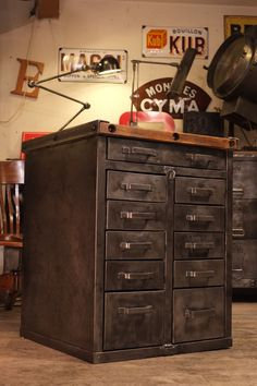 1500 meuble de metier militaire ancien a tiroirs09.jpg 1 500 × 2 250 pixels