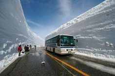 I am told by Wikistrike that this is 2m40 or nearly 8 feet of snow that fell in 72 hours in Japan — beautiful but first of all this looks like way more than 8 ft to me and I want to know how they managed to plow this?