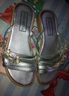 Kaufe meinen Artikel bei #Mamikreisel http://www.mamikreisel.de/kleidung-fur-madchen/sandalen/29476672-pesca-gr-32-sandalen-3d-blumen