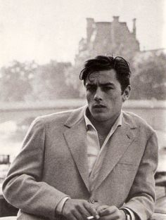In the late and early Alain Delon was the breathtakingly good-looking James Dean of French cinema. The 'male Brigitte Bardot' soon proved to be also a magnificent actor in masterpieces by Luchino Visconti and Michelangelo Antonioni. Film Images, French Films, Belle Photo, Classic Hollywood, Old Hollywood Actors, Vintage Men, Movie Stars, Vintage Photos, Beautiful Men
