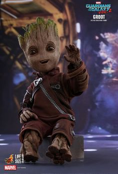 Hot Toys : Guardians of the Galaxy Vol. 2 - Groot Life-Size Collectible Figure