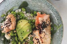 Craving for sushi, maar geen tijd of zin om helemaal rolletjes te maken? Maak dan deze lazy sushi bowl! Gebruik je sushi rijst? Bekijk dan hier onze handige video waarin we precies uitleggen hoe je het maakt.Kook anders de rijst met water volgens de instructies op de verpakking en laat afkoelen. Je kunt voor dit …