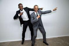 Backstage, der Präsident imitiert der Sieg Pose mit Usain Bolt, der schnellste Läufer der Welt. Bolt, der jamaikanische Sprinter, nahmen an der Stadthalle. (Amts Haus-Foto von Pete Souza)