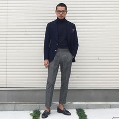 winter mens fashion which look cool 694796 Mens Casual Suits, Mens Fashion Suits, Mens Suits Style, Look Street Style, Men With Street Style, Mode Bcbg, Best Suits For Men, Blazer Outfits Men, Outfit Man