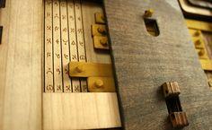 Um livro-quebra-cabeça que precisa ser desvendado para continuar a leitura   IdeaFixa