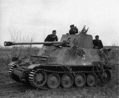 MARDER II équipage 3 hommes longueur 6,36 m  largeur 2,28 m hauteur 2,20 m masse de combat 10,8 t BLINDAGE ET ARMEMENT blindage 5 a 30 mm armement principal  canon de 75 mm pak 40/2 L/46 armement secondaire mitrailleuse MG-34 7,92 mm MOBILITE moteur maybach HL 62 TRM / 6 cylindres /140 chevaux suspension panzer II ausf A .B .C et F vitesse sur route  40 km/s autonomie 190 km sur route