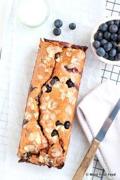 Yoghurt cake met blauwe bessen - Mind Your Feed Healthy Pastry Recipe, Healthy Cake, Pastry Recipes, Healthy Treats, Healthy Food, I Love Food, Good Food, All U Can Eat, Cake Recept