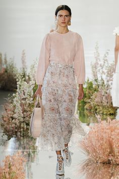 Ulla Johnson Spring 2018 Ready-to-Wear Collection - Vogue Well... I'm absolutely in love! I LOVE so much Iana and now I see her on FW... Yes! And not only... She is dressed in the most adorable outfit! This is one of the best runways ever! All these beautiful, fresh, inspiring plants and  pastel colors... I'm in love with her gorgeous shoes, makeup, with this awesome long skirt, with the blouse in cream color! So pretty jewelries and bag! Everything is like a magical fairytale! I'm…