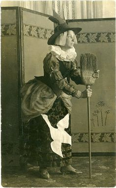 Witch costume ca. 1900// ARE WE SURE IT'S A COSTUME?? LOL