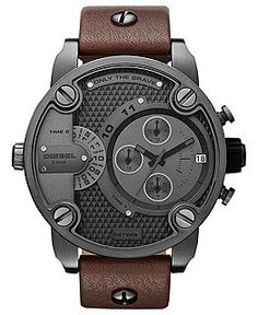 Diesel Watches Little Daddy: This Diesel watch features bold screw and logo plate detailing, gunmetal dial and case, and genuine brown leather strap. These details combine with the offset chronograph for a wow look that's also wearable. Outlet Michael Kors, Herren Chronograph, Skagen, Cool Watches, Men's Watches, Gadget Watches, Cheap Watches, Watches Online, Sport Watches