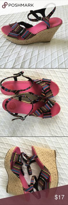 Global Woven Print / Multi Color Platform Wedge Size 9 Medium.  Buying a preowned clothing is an ethical way do you have a fashionable ward robe. Thank you for visiting my closet. K9 Shoes Wedges
