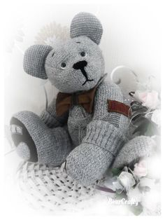 Memory and keepsake bears made by Bearcrafty examples - BearCrafty memorybear keepsakebears and artist collector bears Memory Pillows, Memory Quilts, Teddy Bear Sewing Pattern, Teddy Bear Pictures, Memory Crafts, Angel Crafts, Sympathy Gifts, Dad To Be Shirts, Sewing Projects