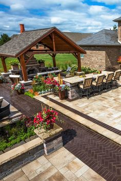Contemporary patio design ideas. #outdoorkitchen #kitchencountertops #granitecountertops #grilleddesign #patiodesign #deckdesign Outdoor Kitchen Design, Patio Design, Marble Countertops, Kitchen Countertops, Ed Design, Design Ideas, Outside Bars, Contemporary Patio, Entertainment Area