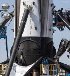 SpaceX's newest Falcon 9 booster arrives in FL as rocket fleet activity rapidly grows Tesla Spacex, Space Exploration Technologies, Solar City, Spacex Rocket, Falcon Heavy, Space Launch, Aerospace Engineering, Spaceship Concept, Space And Astronomy