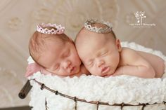 Newborn Baby Girl Twins   Photography by Vikki Dinh (San Diego)  Two baby sisters sleeping