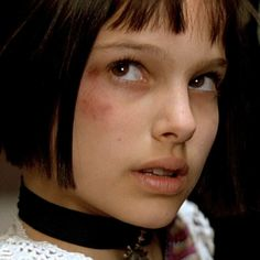 Famous Stars And Their First R-Rated Movie Natalie Portman Leon, Natalie Portman Movies, Aesthetic Gif, Aesthetic Photo, The Professional Movie, Leon The Professional Mathilda, The Flowers Of Evil, Teen Girl Poses, Nathalie Portman
