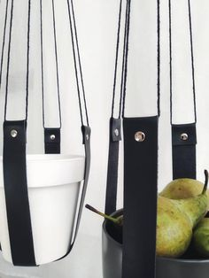 Good Free of Charge Set of 2 leather plant hangers, Black leather plant hangers, leather pot holders Strategies If you have small room for the placement of flowerpots, hanging flowerpots certainly are a excellent Hanging Flowers, Hanging Planters, Container Flowers, Container Plants, Metal Plant Hangers, Fruit Bushes, Plant Holders, Little Plants, Decoration