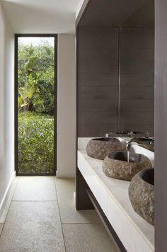 Los baños minimalistas son tendencia desde hace décadas. La filosofíazen pone en valor la sencillez, el orden y la falta de accesorios, para esta filosofía, menos es más, así que cuanto más libre de objetos y de elementos consigas tener tu cuarto de baño, mejor que mejor. Para que puedas...
