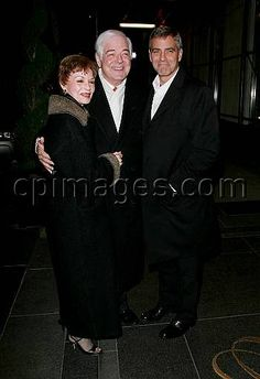 January 31, 2007: George Clooney with his mother Nina Bruce and father Nick Clooney leaving their hotel in New York City, on their way out to dinner. Credit: Dario Alequin/INFphoto.com Ref: infusny-83