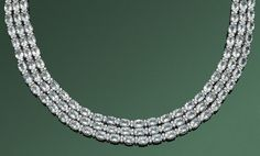 Elegantes Juwelencollier mit Aquamarinen Weißgold, gest. 750. Schauseitig besetzt mit insges. 144 h — Schmuck