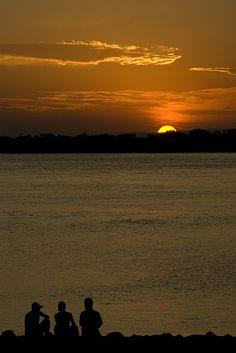 """Por do Sol no Guaiba, Porto Alegre - Rio Grande do Sul, um dos melhores """"Pôr do Sol"""" do Brasil!"""
