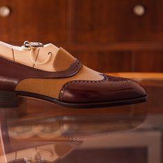 "theshoesrealist: ""TYE shoemaker @tyeshoemaker Picture courtesy of @tyeshoemaker #bespokemakers #bespokeshoes #tyeshoemaker http://ift.tt/2u69IbO """