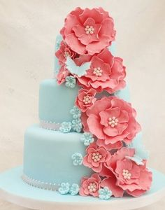 tiffany blue and coral wedding. I am not a flowery person or pink lover either, but I LoVE these colors together! And this cake is awesome! Not that I will be needing a wedding cake anytime soon. Gorgeous Cakes, Pretty Cakes, Cute Cakes, Amazing Cakes, Bolo Cake, Tier Cake, Fancy Cakes, Creative Cakes, Creative Ideas