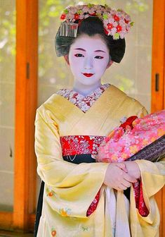 Geisha, Japanese Wagashi, Japanese Tea Ceremony, Japanese Beauty, Japanese Kimono, Japanese Culture, Asian Art, Traditional Outfits, Kyoto