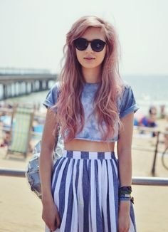 I need all of this. High waist vintage style flare skirt, crop tee, shades, shoulder bag, & mauve hair.