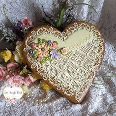 Lacy cookie valentine in green, flowers; cookie artist Teri Pringle Wood