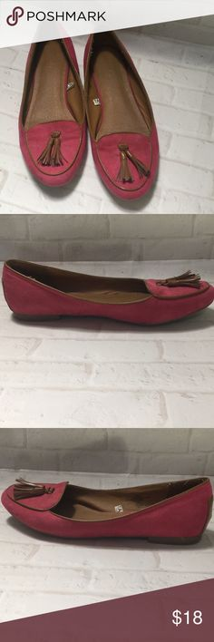 Merona pink suede loafers 8 1/2 women's shoes These are a pair of women's suede Merona loafers size 8 1/2 in very good condition with no rips, stains or discoloration.  Buy with confidence I am a Posh Ambassador, top rated seller, mentor and fast shipper. Don't forget to bundle and save.  Thank you. Merona Shoes Flats & Loafers