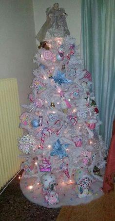 Το χριστουγεννιάτικο μας δέντρο μες στη γλυκα