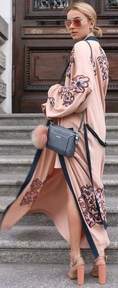 From Casual To Wedding Guest, 55 Trending Summer Ways To Inspire Your Boho Chic Style Pink Maxi Kimono Kimono Outfit, Kimono Fashion, Boho Fashion, Womens Fashion, Fashion Details, Fall Fashion, Boho Chic, Bohemian Style, Fashion Mode
