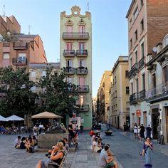 Plaça del Sol, una de las más animadas de #Gràcia. http://www.viajarabarcelona.org/lugares-para-visitar-en-barcelona/plazas-de-gracia-en-barcelona/ #Barcelona