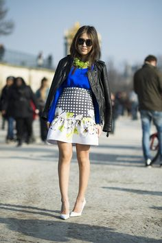 A fit-and-flare skirt with gorgeous print add a beautiful, ladylike touch to this look. #streetstyle
