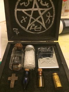 I love fandom projects – making things, being productive, even learning a new skill. For a while now, I've had the idea to make a small Supernatural inspired hunter kit. It's pret…