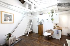 Tranquil loft with skylights! in Paris