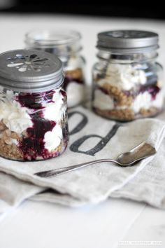no bake blueberry cheesecake in a jar//