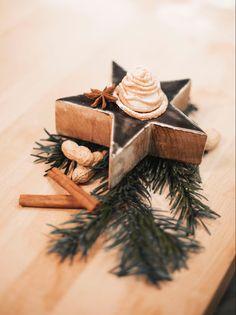 Unser kulinarischer Tipp für süße Momente: leckere Mürbteigkekse mit Erdnuss- & Sahnecreme! Gift Wrapping, Gifts, Fast Recipes, Christmas Time, Christmas, Gift Wrapping Paper, Presents, Wrapping Gifts, Gift Packaging