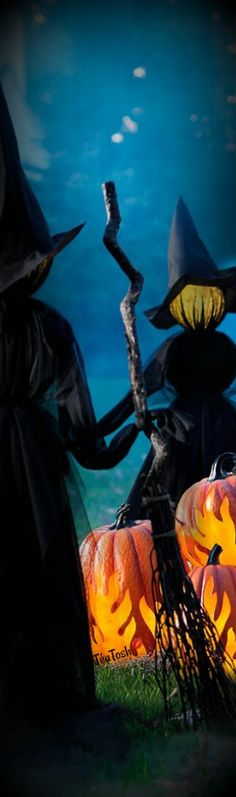 Holding Hands Witches, Set of Three Witch Powers, Pumpkin Jack, Grandin Road, Practical Magic, Dark Night, Witches, Holding Hands, Lawn, Chill