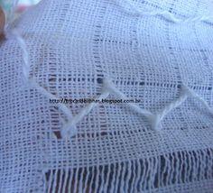 Trocas de Linhas: BORDADO DESFIADO- Com passo a passo. Needlepoint, Geronimo, Silk Ribbon Embroidery, Dish Towels, Embroidered Towels, White Embroidery, Embroidery For Beginners, Linen Tablecloth, Hardanger