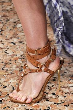 Emilio Pucci Spring 2011 Ready-to-Wear Accessories Photos - Vogue Gladiator Sandals Heels, Sexy Sandals, Bare Foot Sandals, High Heels Stilettos, Gladiators, Shoes Wedges Boots, On Shoes, Vintage Style Shoes, Leather Slippers