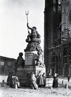 Neptuno en la Catedral de León (España). Statue Of Liberty, Scenery, Greek, Architecture, Travel, Inspiration, Art, Koh Tao, Popular