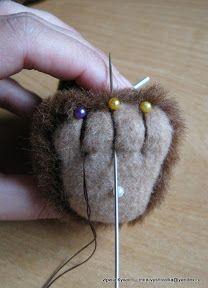 "МК ""Пальчики"".: mira_vyshivalka — ЖЖ Diy Teddy Bear, Knitted Teddy Bear, Crochet Teddy, Cute Teddy Bears, Teddy Bear Sewing Pattern, Bear Felt, Handmade Stuffed Animals, Teddy Toys, How To Make Toys"