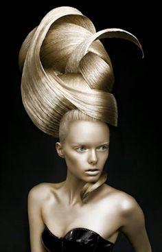¡Que peinado! Yo lo usaría pero un poquito menos alto y con igual maquillaje - Mario Krankl