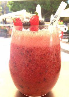 Vitaminízate con la Coctelería mañanera de #ElPimpi... Cóctel de arándanos, fresas, jengibre y limón ¡no podrás resistirte!